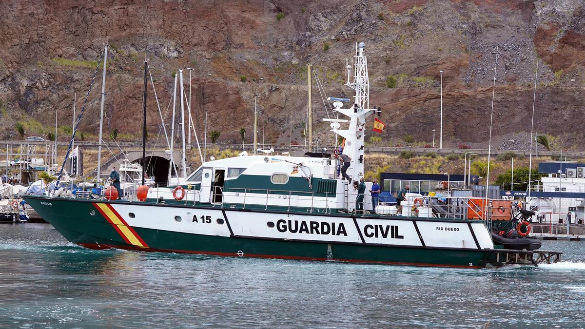 Efectivos de la Guardia Civil durante la búsqueda de Tomás Gimeno y sus hijas, el pasado 1 de mayo de 2021, en Santa Cruz de Tenerife