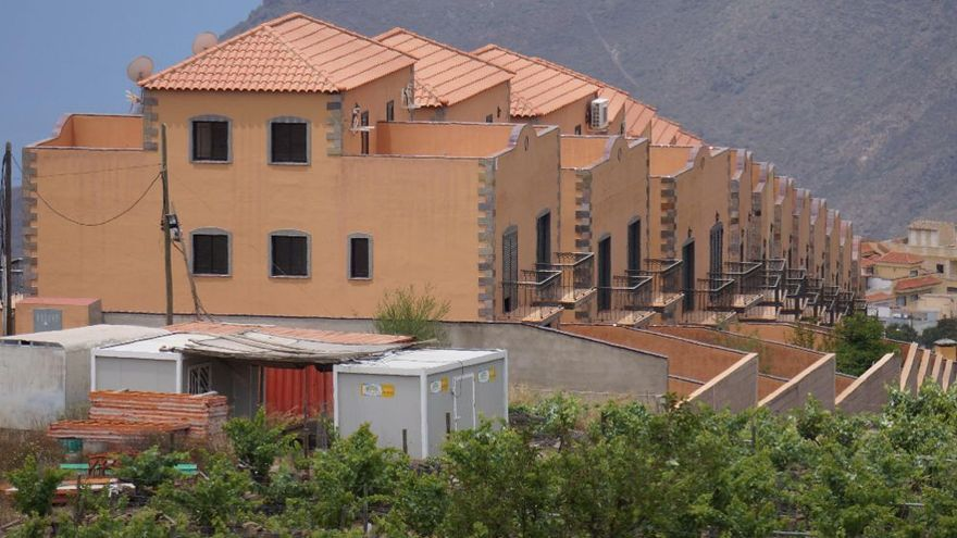 Viviendas afectadas por la sentencia que ordena la demolición parcial, en el municipio de Vilaflor