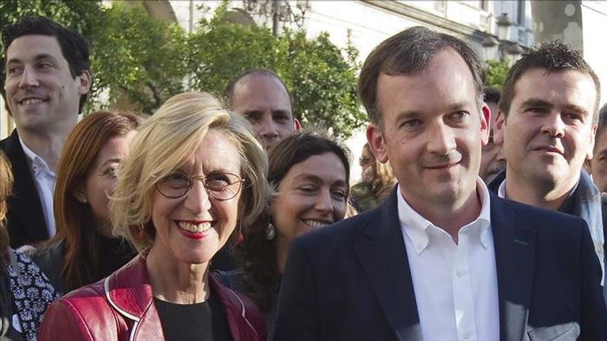 Rosa Díez en Andalucía se pregunta cómo se puede seguir votando a un partido con 300 corruptos
