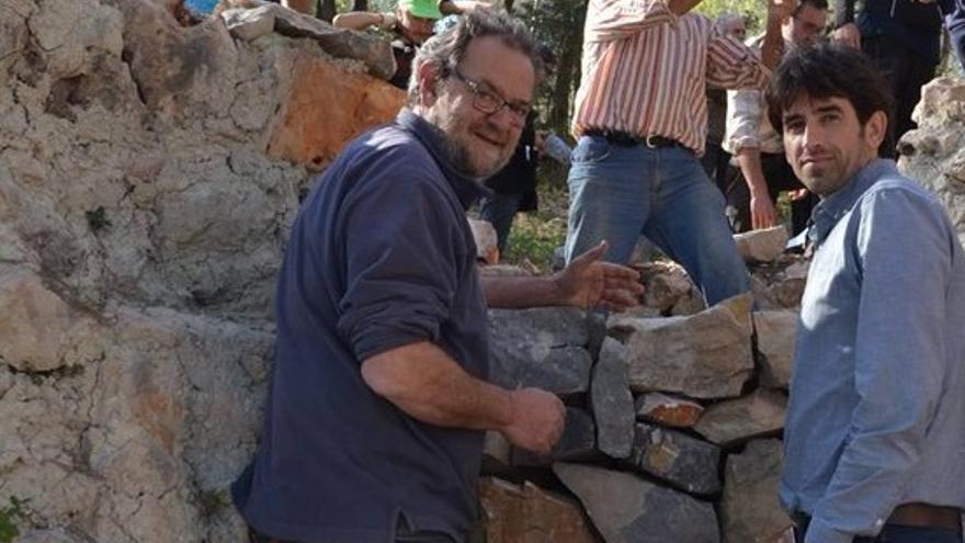 Toni Canet, durante el rodaje del documental 'Calç blanca, Negro carbón'