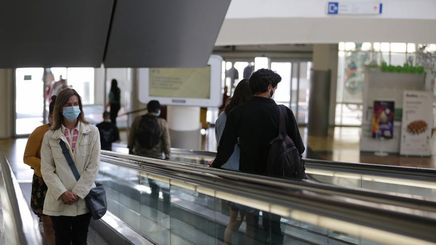 """""""Normalidad y movimiento"""" en la reapertura de centros comerciales de Cantabria"""