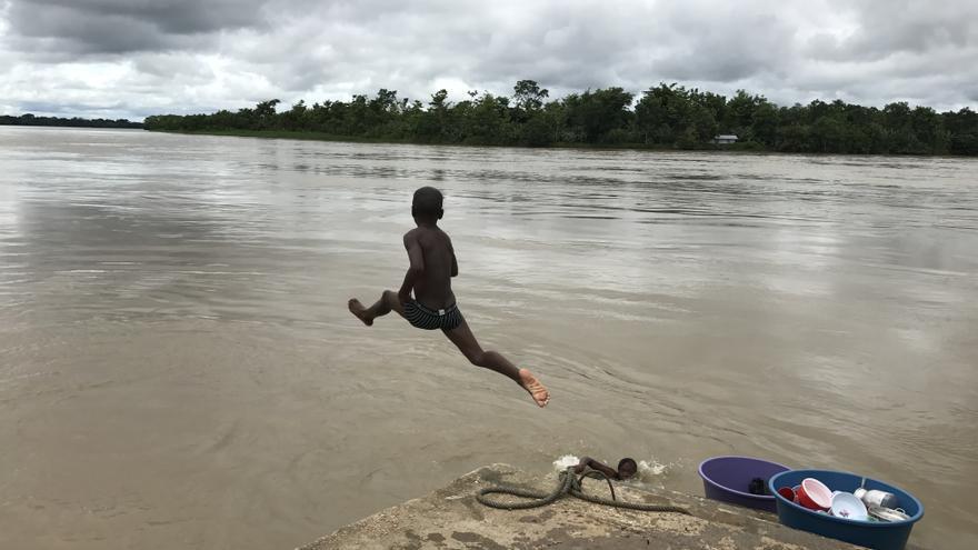 Niños jugando en la región de Bojaya, Chocó/ AI
