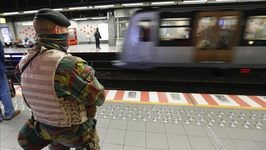 Bélgica prorroga un mes más el despliegue de militares en sus calles