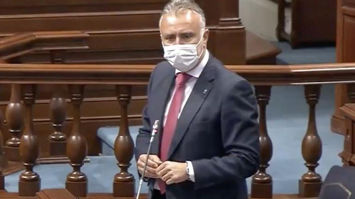 Ángel Víctor Torres, presidente del Gobierno de Canarias, este martes en el pleno del Parlamento regional.