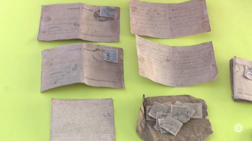 Imagen de las cartas recuperadas en la fosa