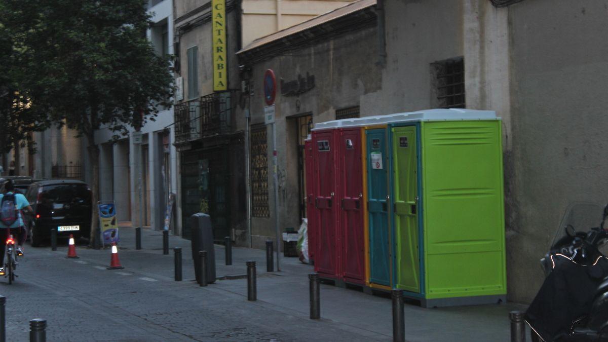 WC portátiles instalados en C/ Marqués de Valdeiglesias   SOMOS CHUECA