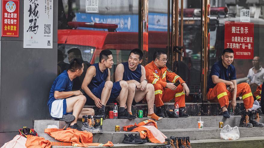Ascienden a 17 los muertos por el desplome de un edificio en el este de China