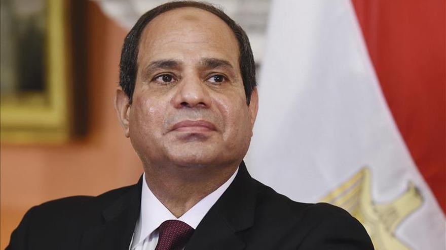 Egipto firma con Rusia un acuerdo para construir su primera planta nuclear civil