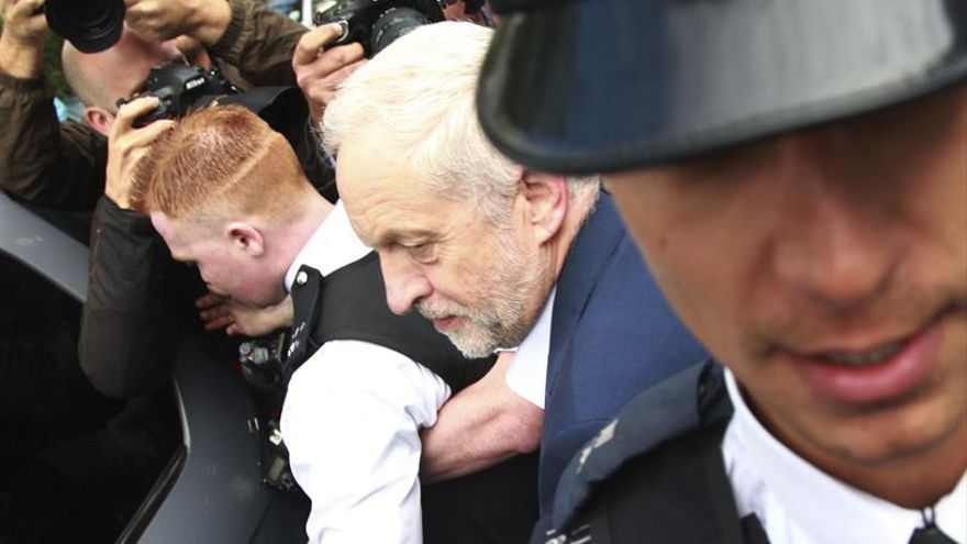Corbyn se reúne con seguidores a la espera de un posible desafío a su liderazgo