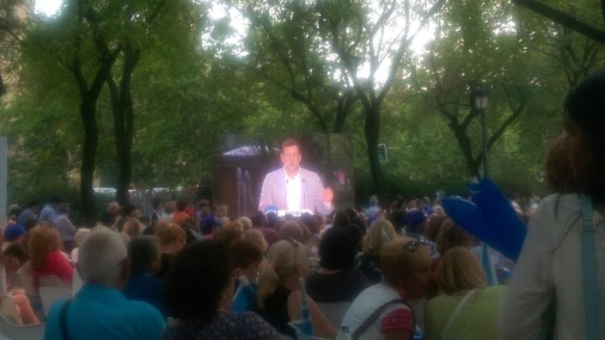 Rajoy, en una pantalla durante su acto en Sevilla