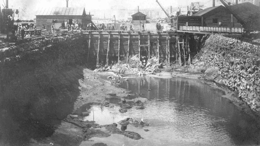 Construcción del Dique de Gamazo. Archivo Autoridad Portuaria de Santander.