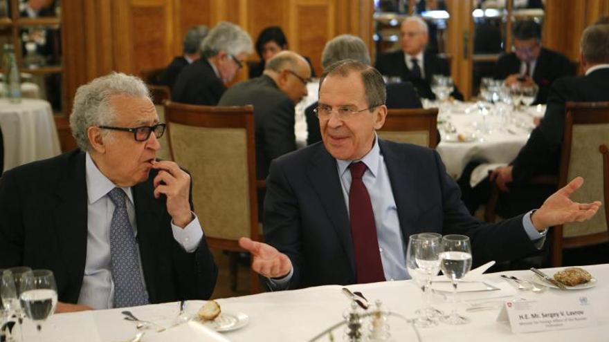 Concluye la primera reunión entre la delegación siria y el mediador Brahimi en Ginebra