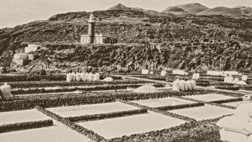 Fotografía histórica de la explotación salinera de Fuencaliente.