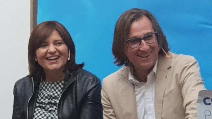 José Vicente Anaya, junto a la presidenta del PPCV, Isabel Bonig