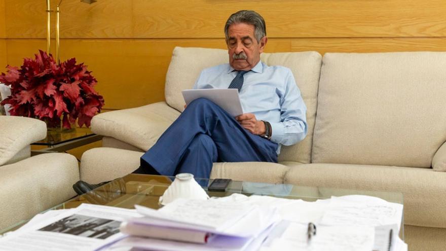 Revilla achaca el repunte de casos en Cantabria a la contabilización de test rápidos