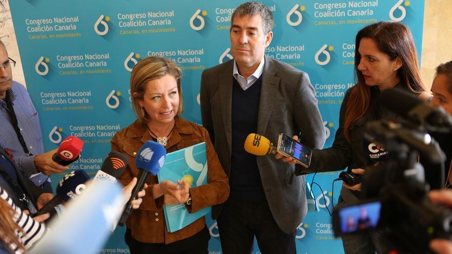 La diputada de CC, Ana Oramas, y el presidente del Gobierno de Canarias, Fernando Clavijo.
