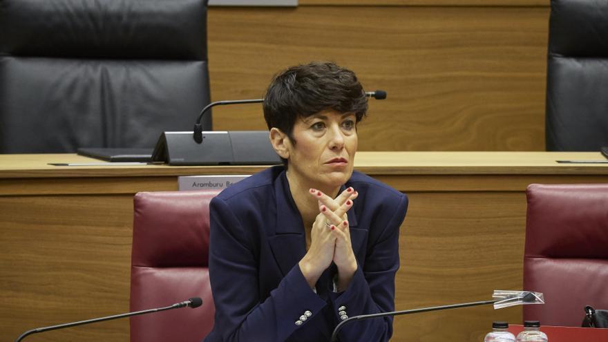 Archivo - La consejera de Economía y Hacienda del Gobierno foral, Elma Saiz, durante un pleno en el Parlamento de Navarra.