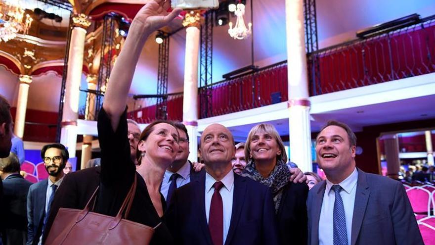 Juppé defiende su perfil institucional frente a un Sarkozy acosado