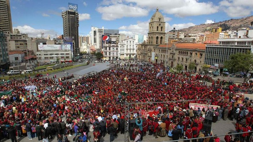 Sectores afines a Morales se manifiestan en Bolivia contra el conflicto sindical