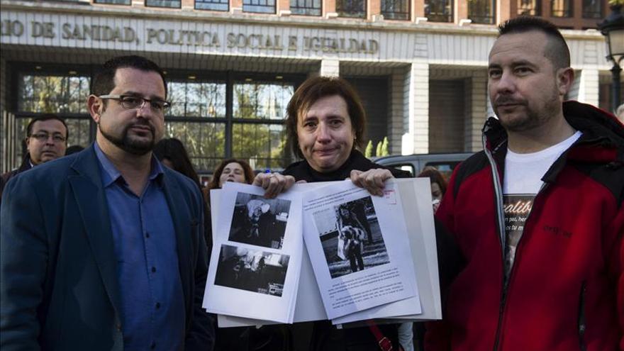 Teresa Romero rompe a llorar al pedir que cambien los protocolos de ébola con animales