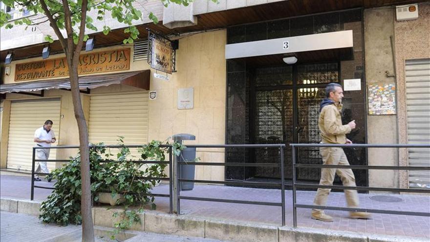 Hallan muerta a una mujer en una vivienda de Granada y detienen a su expareja
