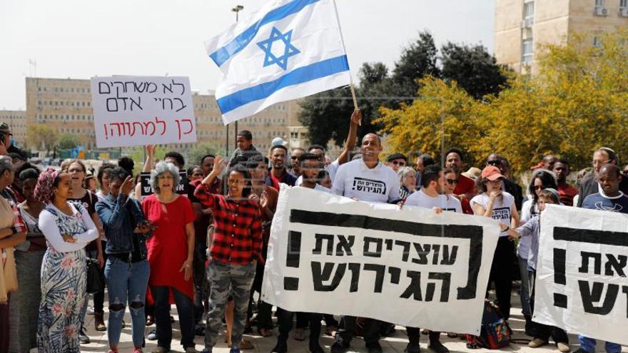 La cancelación de Israel del acuerdo con ACNUR desata aplausos y condenas