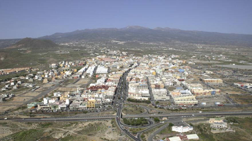 Vista general del barrio de San Isidro, junto a la TF-1, en el municipio de Granadilla