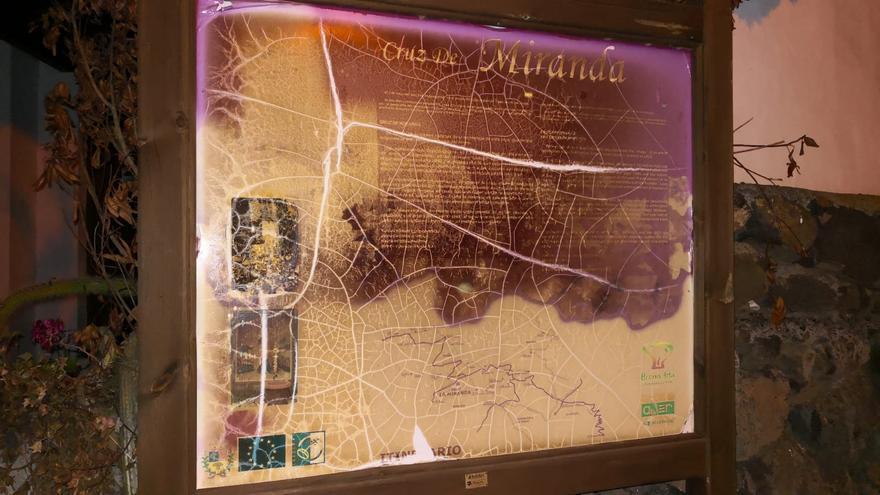 Un cartel de la Ruta de las Cruces. Foto facilitada por Ciudadanos.