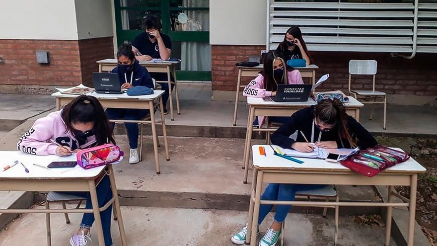 Tras tres años de conflicto salarial docente, este lunes vuelven las clases a Chubut