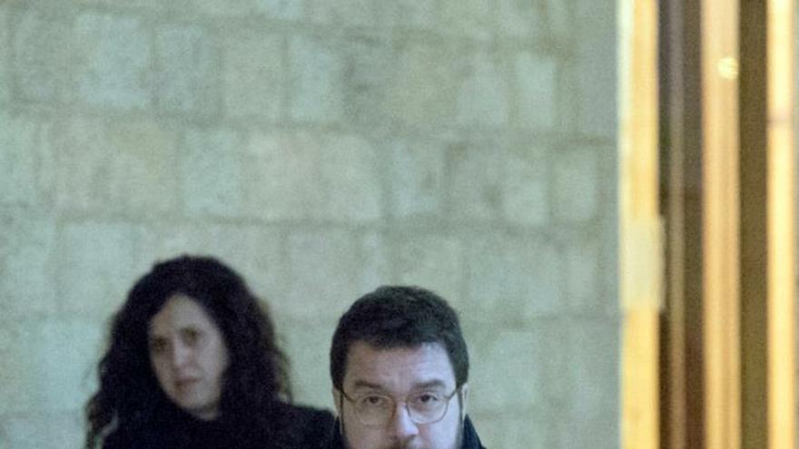 El vicepresidente de la Generalitat, Pere Aragonés, a su llegada a la reunión del gobierno catalán en el que se ratificará el acuerdo de presupuestos con los comunes, después de conocerse que la reunión entre el presidente del Gobierno, Pedro Sánchez, y el president Quim Torra se celebrá a principios de febrero.