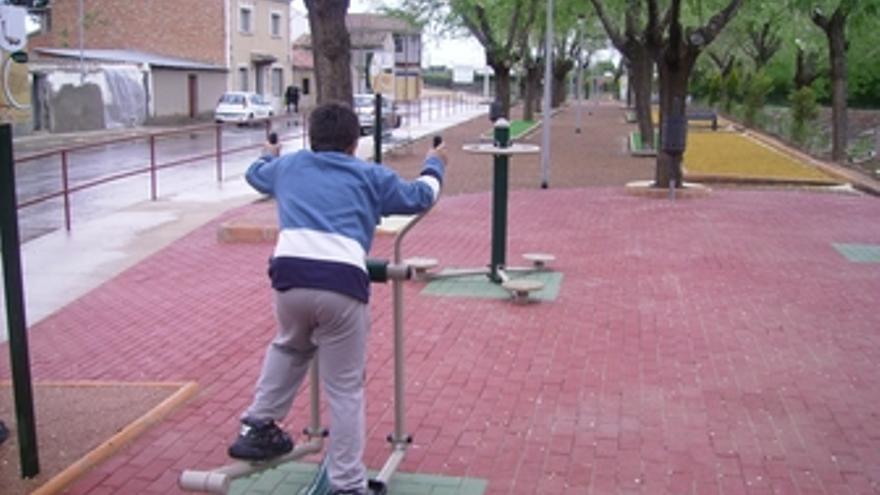 Niño haciendo deporte en un parque de Ciudad Real
