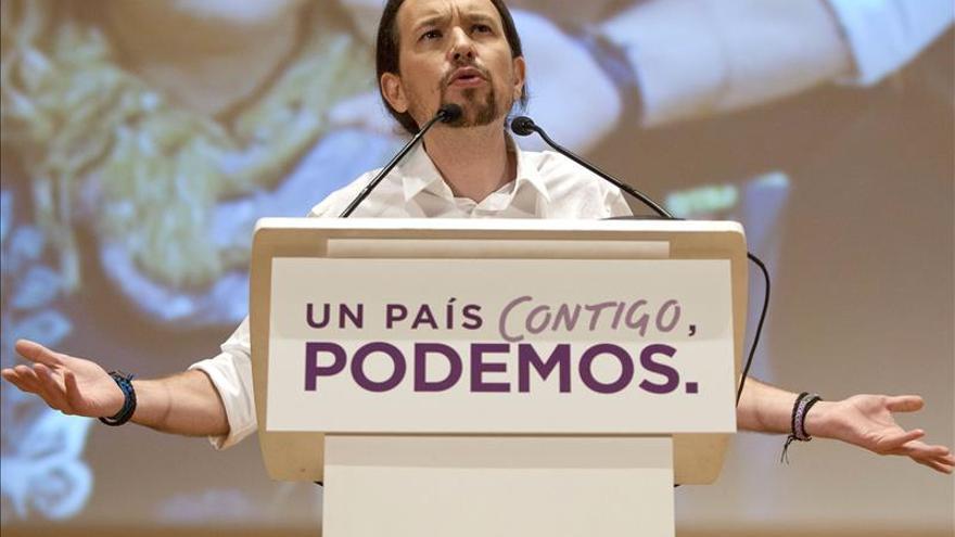 """Iglesias critica la """"operación Menina"""" del PP para hacer presidenta """"a Soraya"""""""