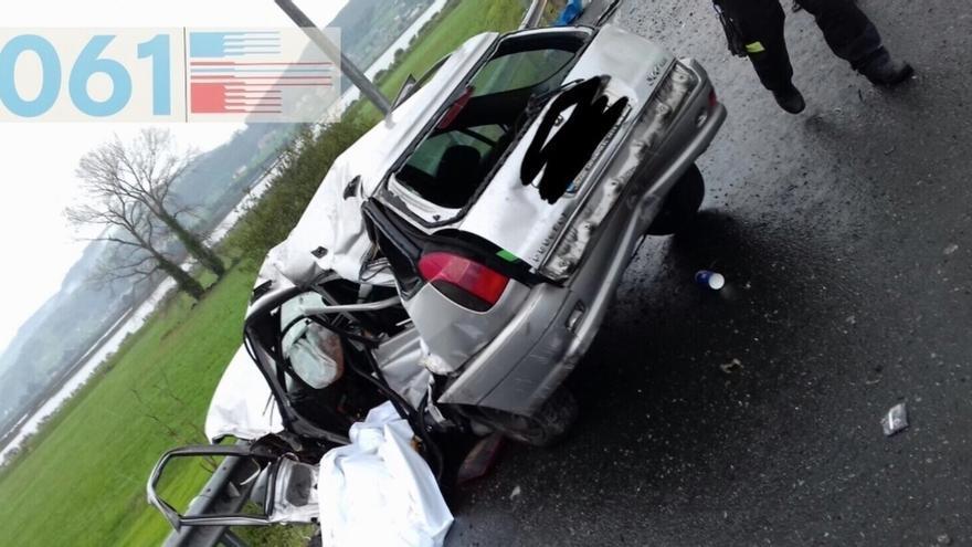 Fallece una mujer de 43 años al salirse de la vía en la A-8 en Colindres