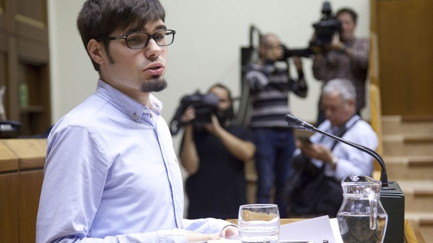 El portavoz de Elkarrekin Podemos, Lander Martínez