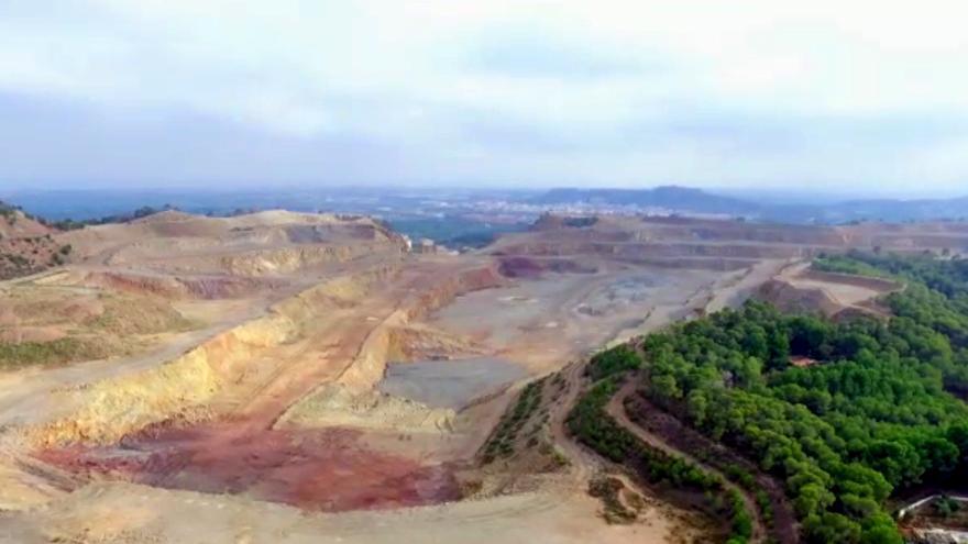 Vista aérea de la cantera que Lafarge explota en Sagunto