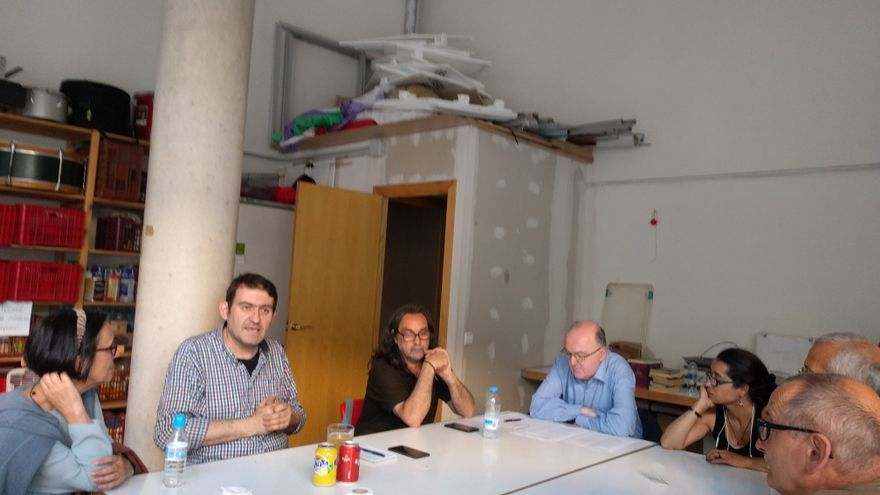 La asamblea local para decidir la posición de Podem en el referéndum, a pleno rendimiento