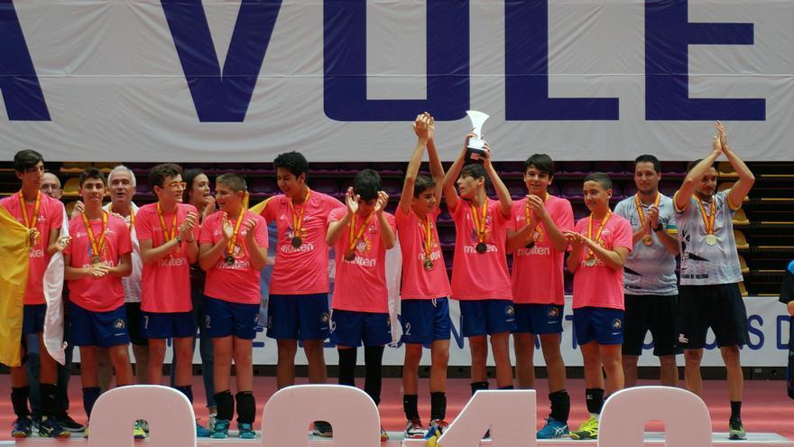 La selección canaria celebra el título nacional infantil masculino