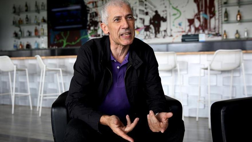 """José Ovejero crea un """"Mundo extraño"""", donde la honestidad absoluta no duele"""