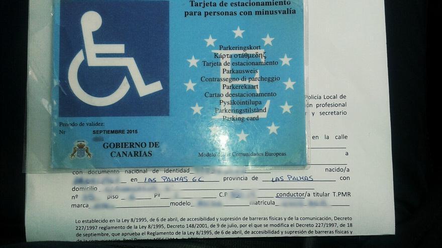La Policía de Las Palmas de Gran Canaria detecta tarjetas falsas para estacionar en plazas de PMR