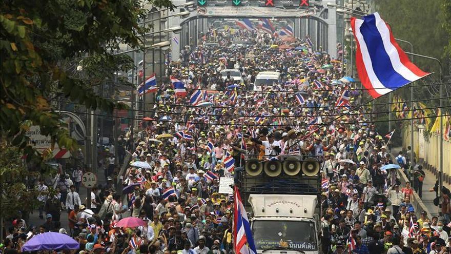 Investigan a 308 legisladores del partido gobernante de Tailandia