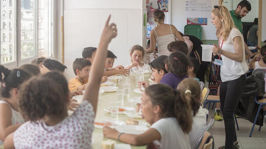 Comedor en una escuela de verano | TONI BLANCO
