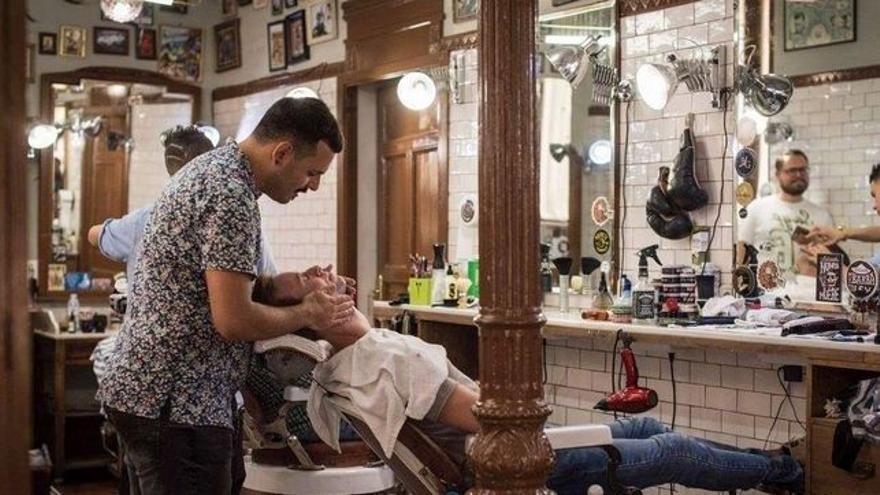 Barba, maquinilla eléctrica o de hoja: ¿qué afeitado es el más sostenible y ecológico?