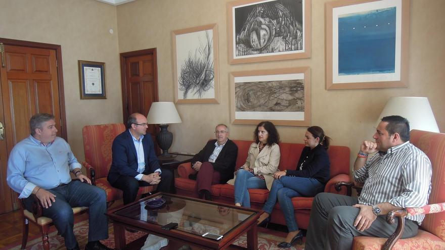Reunión con el presidente y consejeros del Cabildo.