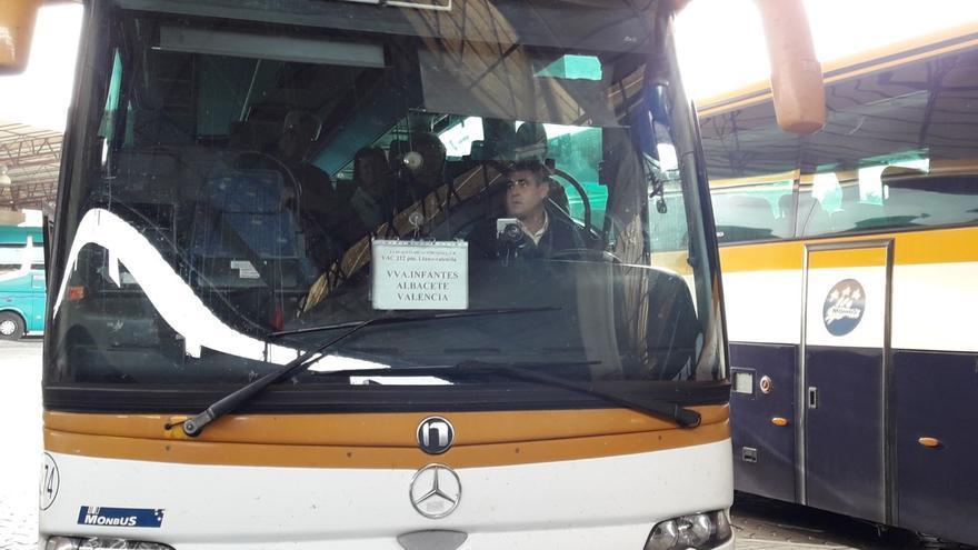 Uno de los autobuses de Monbús en la estación de Albacete.