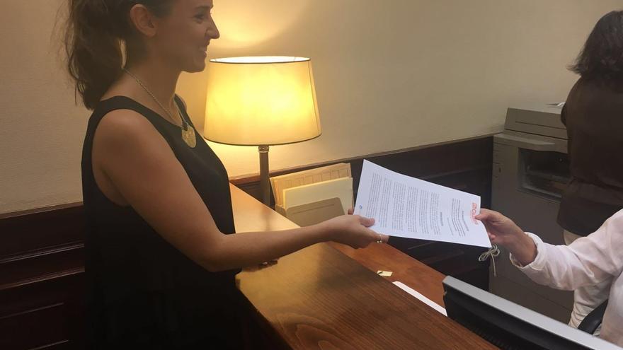 Imagen de archivo de Melisa Rodríguez (C's) registrando pregunta sobre compensación al plátano canario.