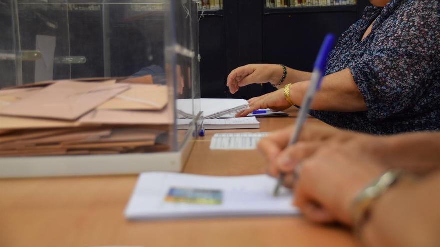 (Imagen de archivo)  Mesa electoral.