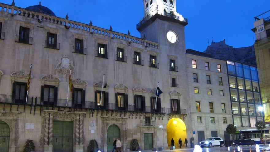 Podemos expulsó a una edil en Alicante por concesión de contratos e investiga a otro en San Sebastián de los Reyes
