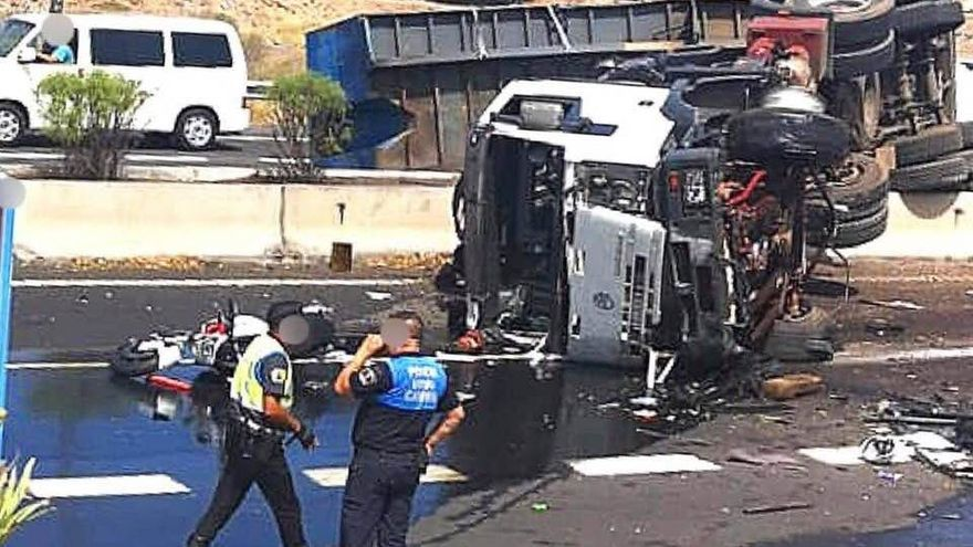 Camión accidentado en la TF-1