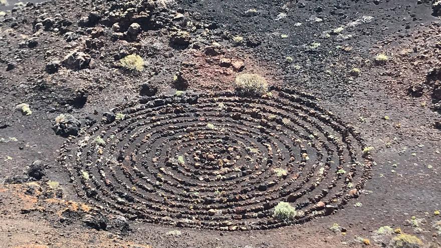 Las piedras para la realización de la espiral fueron removidas de su posición originaria.