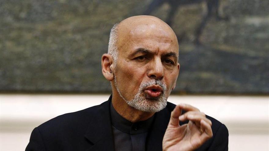 Trump asegura al afgano Gani que está dispuesto a ampliar el apoyo a su país